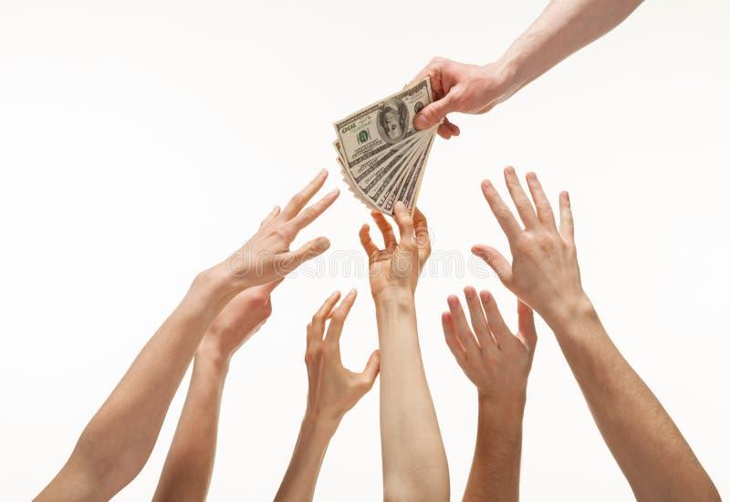 Muitas mãos que alcançam para fora para o dinheiro fotos de stock