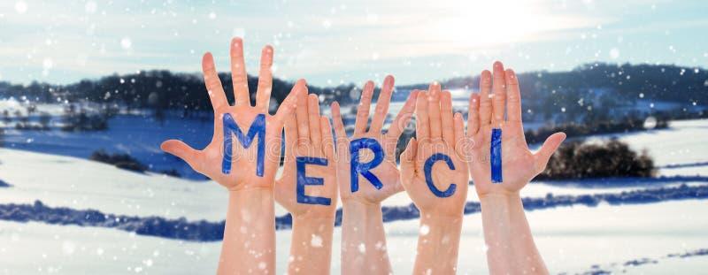 Muitas mãos que constroem meios de Merci agradecem-lhe, cenário do inverno como o fundo fotografia de stock royalty free