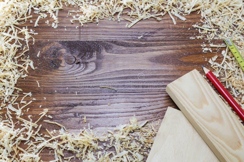 Download Muitas Microplaquetas No Fundo Da Madeira Escura Imagem de Stock - Imagem de construção, instrumento: 107526295