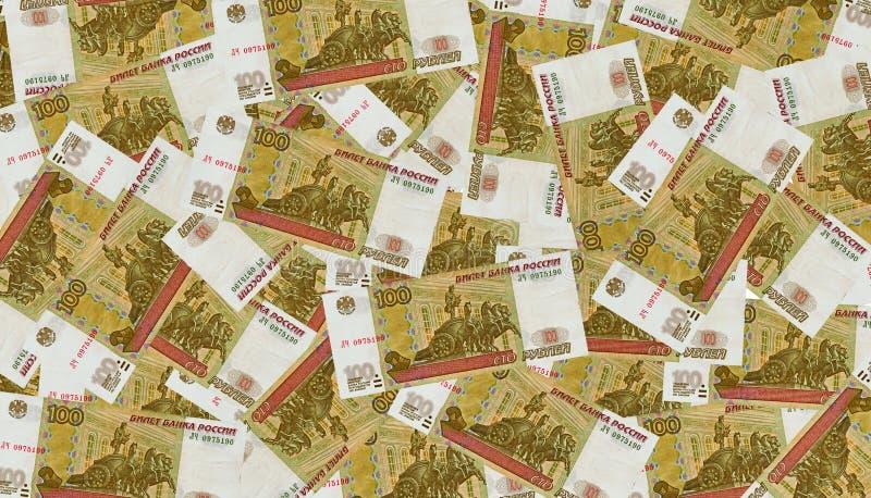 Muitas notas de banco dos rublos de 100 russos. fotografia de stock royalty free