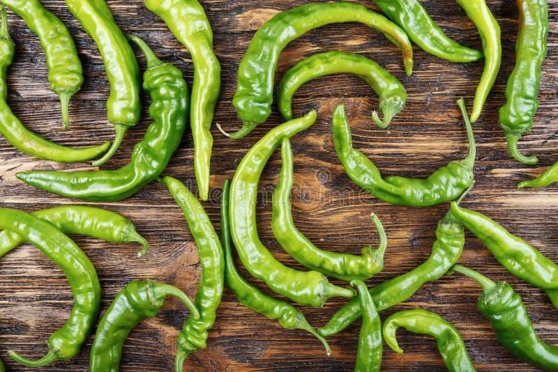 Muitas pimentas de pimentão verdes foto de stock