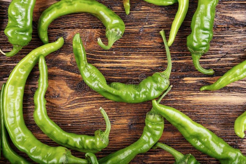 Muitas pimentas de pimentão verdes fotos de stock