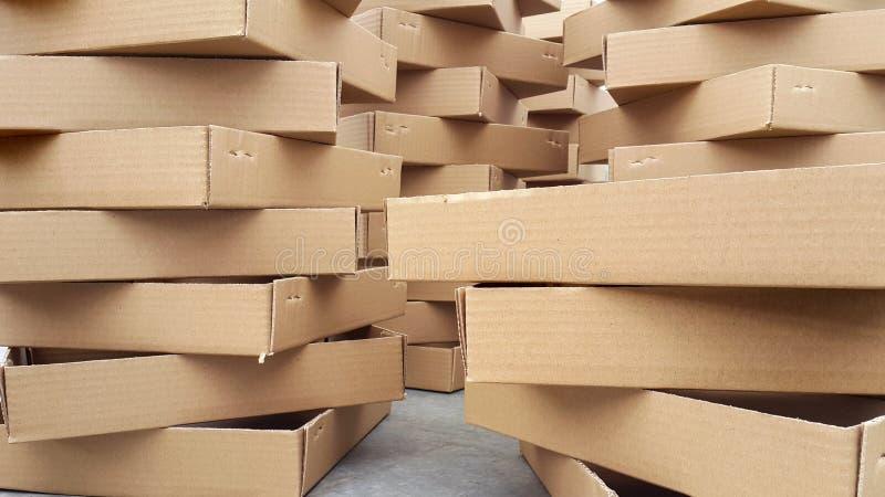 Muito cartão Packagings em uma pilha imagem de stock
