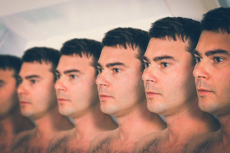 Muito conceito genético do clone dos homens em seguido - foto de stock royalty free