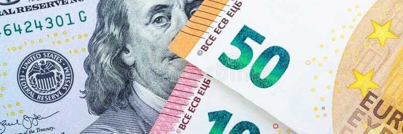 Muito dinheiro europeu Denominações diferentes em um fundo cinzento 5, 10, 50 euro foto de stock royalty free