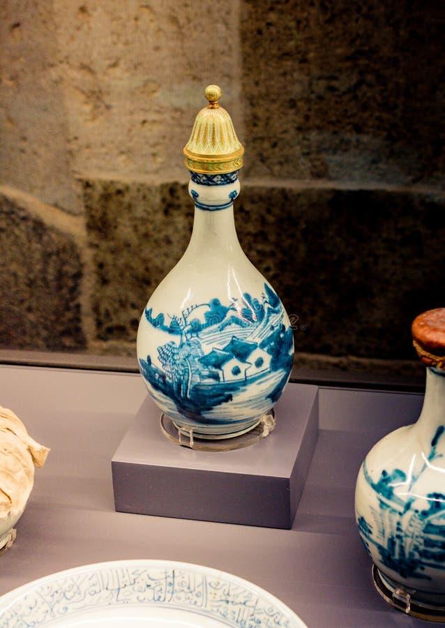 Muito frasco seramic da água do ewer do estilo antigo foto de stock