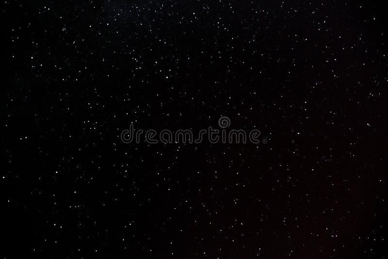 Muito incandescer colorida protagoniza no céu fotografia de stock