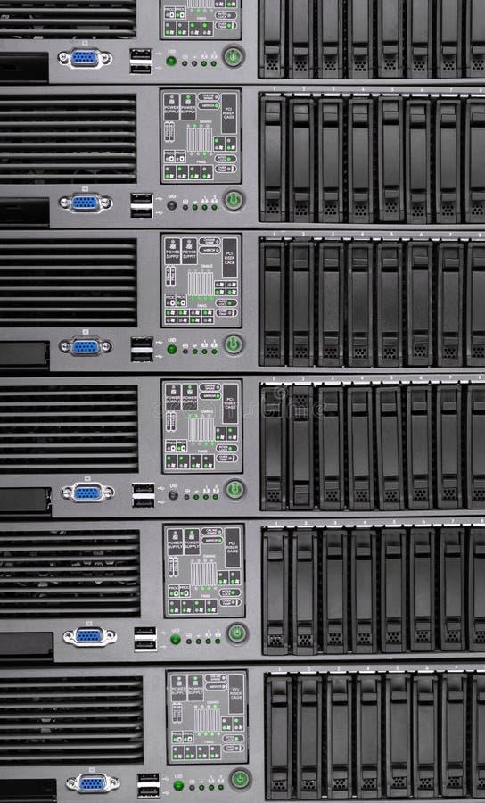 Muito servidor velho do computador como o fundo Tecnologia do Internet imagem de stock