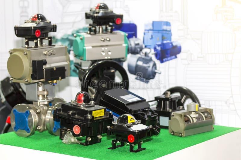 Muito tipo da caixa e da válvula de interruptor do limite para o indicador do fluxo e controle no trabalho industrial imagens de stock