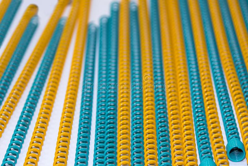 Muitos amável e colorido da mola de bobina do metal da flexibilidade para industrial fotos de stock