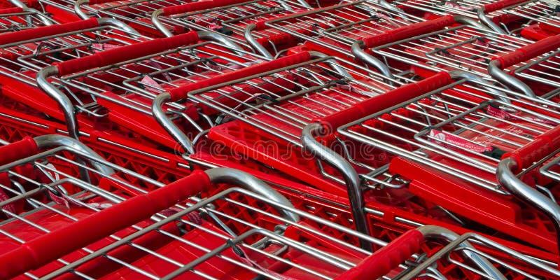Muitos carrinhos de compras imagem de stock royalty free