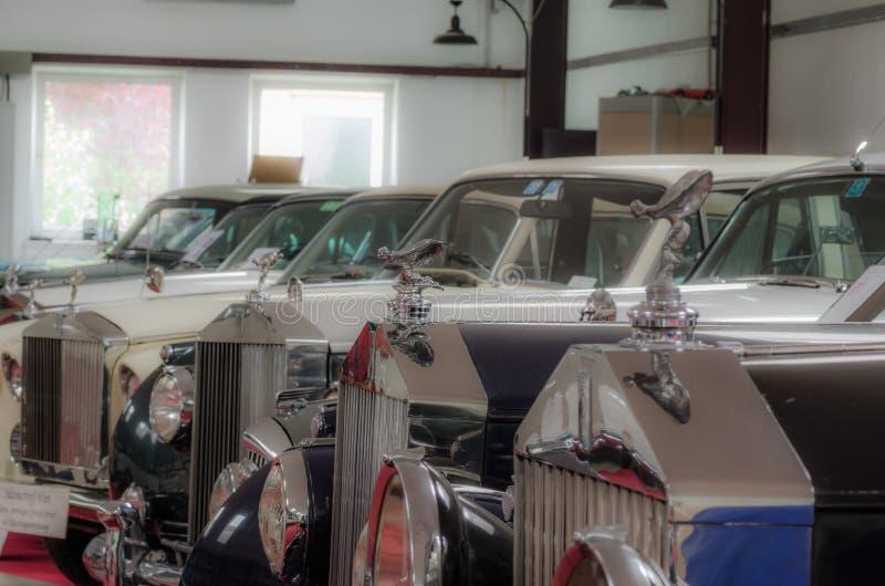 muitos carros de rolls royce foto de stock