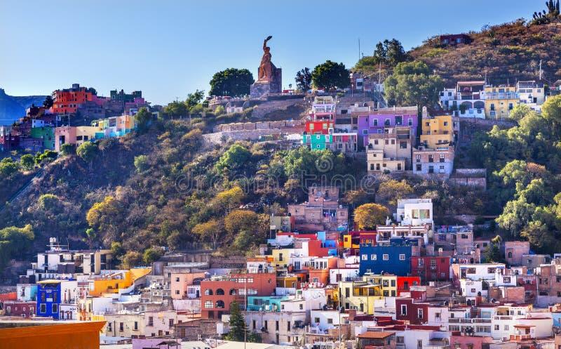 Muitos coloriram a estátua Guanajuato México do EL Pipila das casas fotografia de stock royalty free