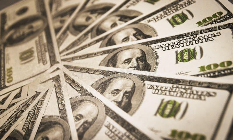 Muitos dólares americanos do dinheiro dados forma no círculo imagem de stock royalty free