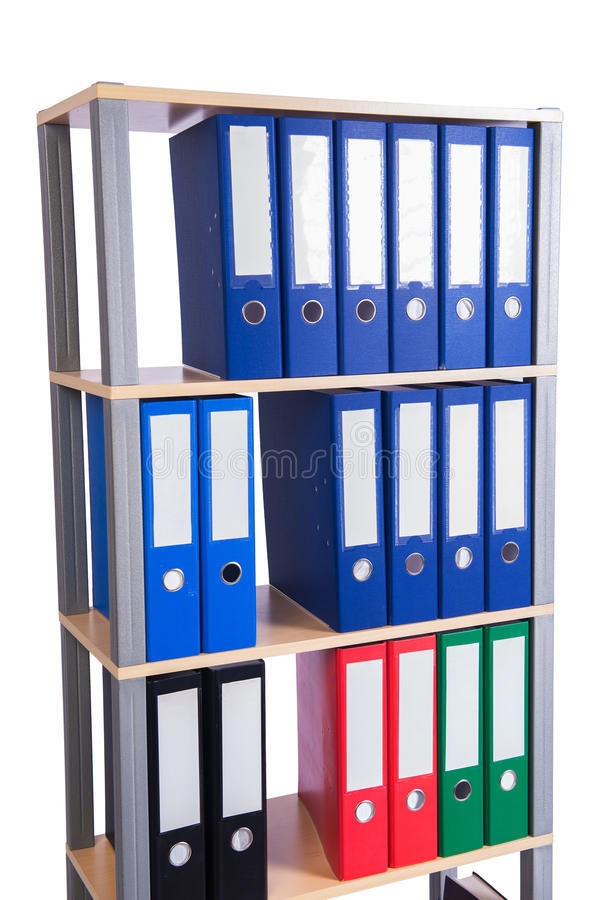 Muitos dobradores da pasta na prateleira foto de stock
