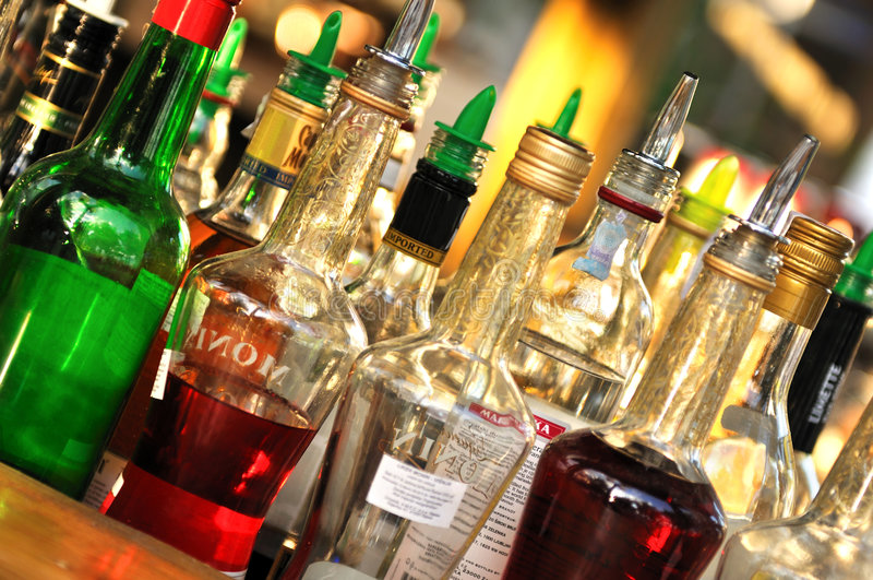 Muitos frascos do álcool foto de stock