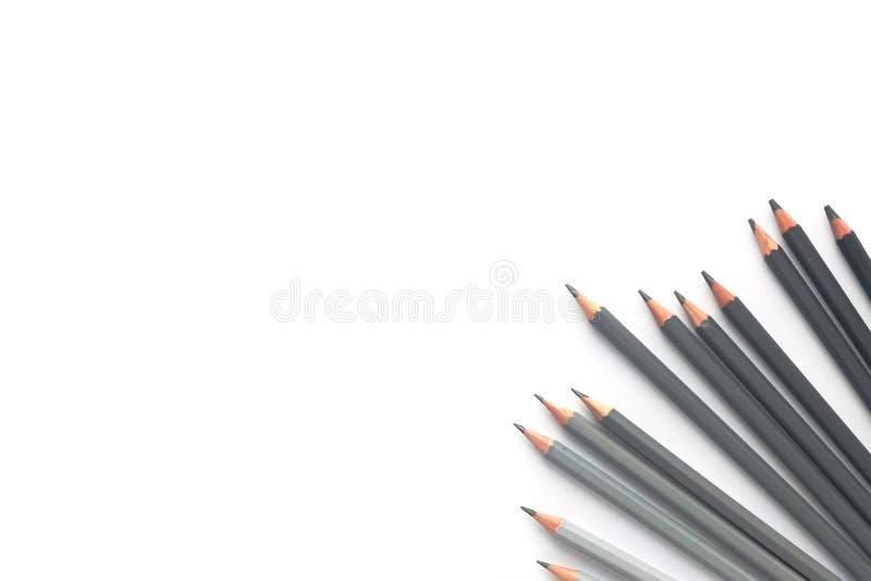 Muitos lápis cinzentos em um fundo branco Vista superior imagens de stock royalty free