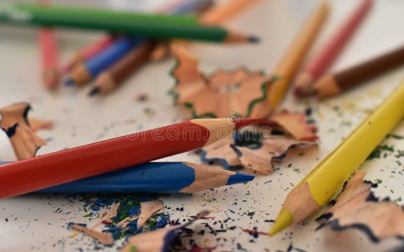 Muitos lápis coloridos - arco-íris colorido fotos de stock