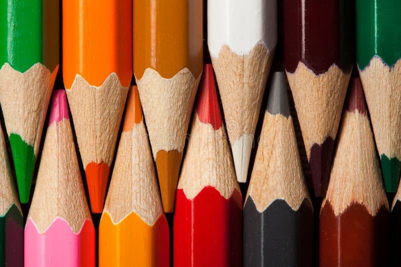 Muitos lápis coloridos diferentes Macro do close-up imagens de stock royalty free
