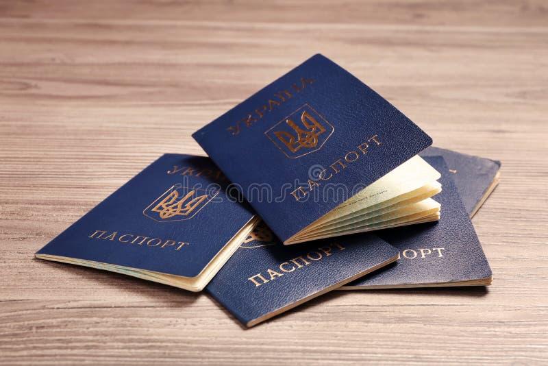 Muitos passaportes internos ucranianos fotografia de stock royalty free