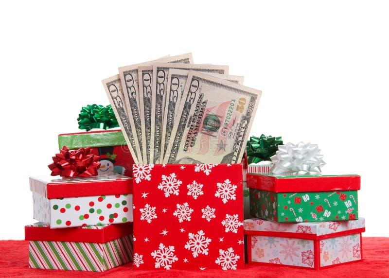 Muitos presentes de Natal enchidos com o dinheiro isolado no branco imagem de stock