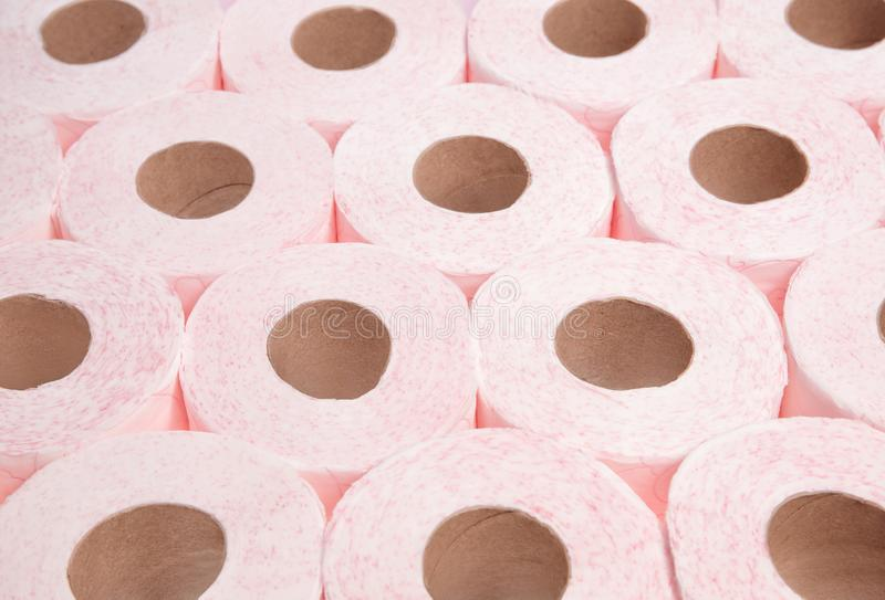 Muitos rolos de papel higiênico foto de stock