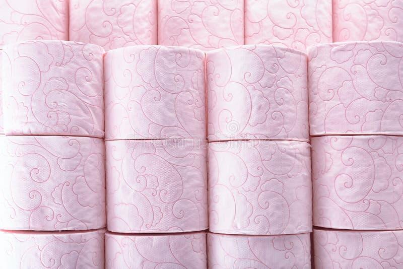 Muitos rolos de papel higiênico como o fundo imagem de stock royalty free