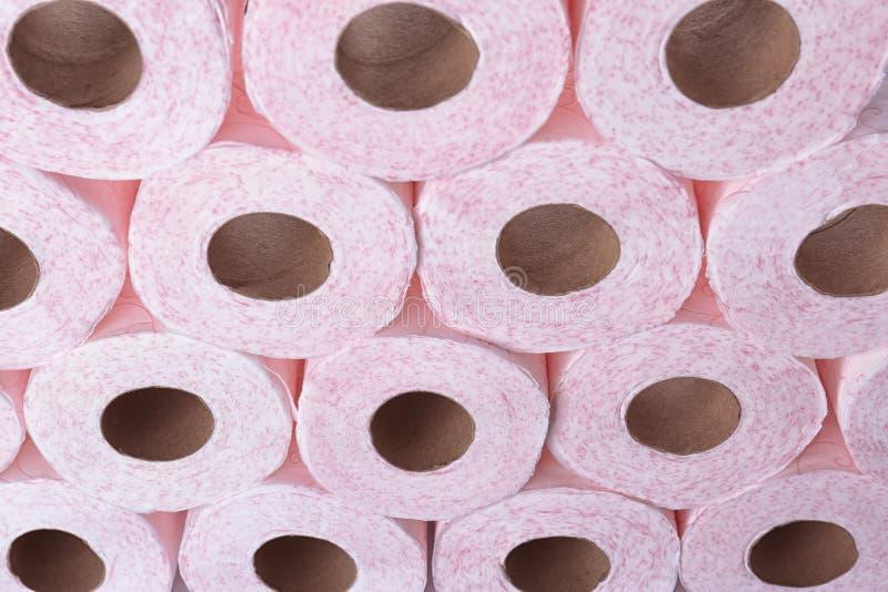 Muitos rolos de papel higiênico como o fundo imagem de stock