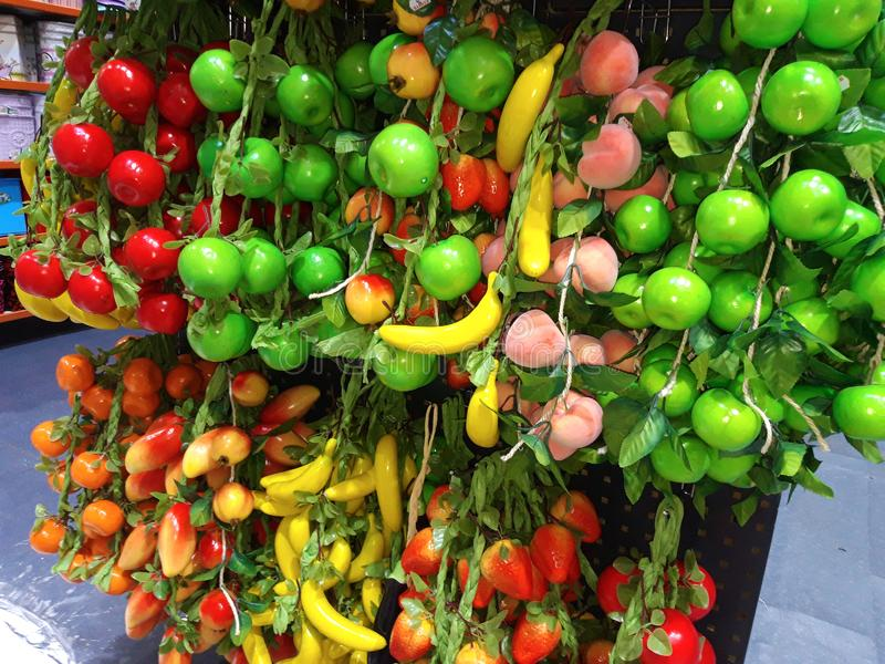 Muitos tipos de frutos artificiais sortidos imagem de stock