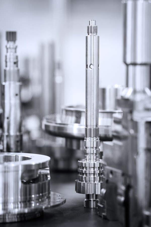 Muitos tipos de metal detalham o fundo do projeto industrial imagens de stock