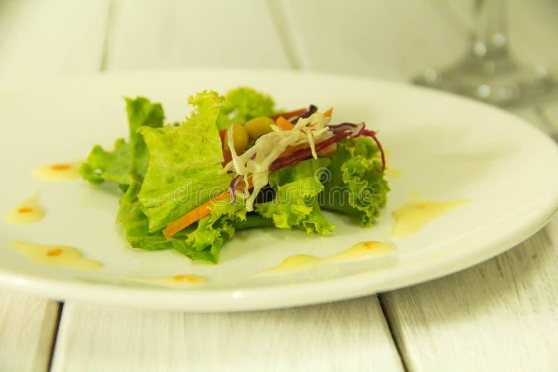Muitos tipos de saladas de frutas e legumes foto de stock royalty free