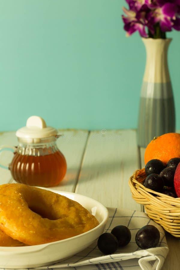 Muitos tipos do pão e do fruto foto de stock