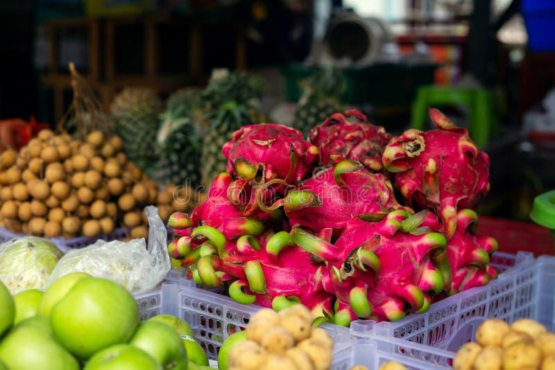 Muitos tipos dos frutos frescos vendidos no mercado de fruto de Hatyai, Tailândia fotos de stock