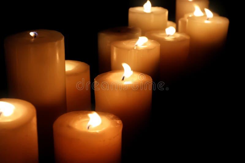 Muitos velas de queimadura fotos de stock royalty free