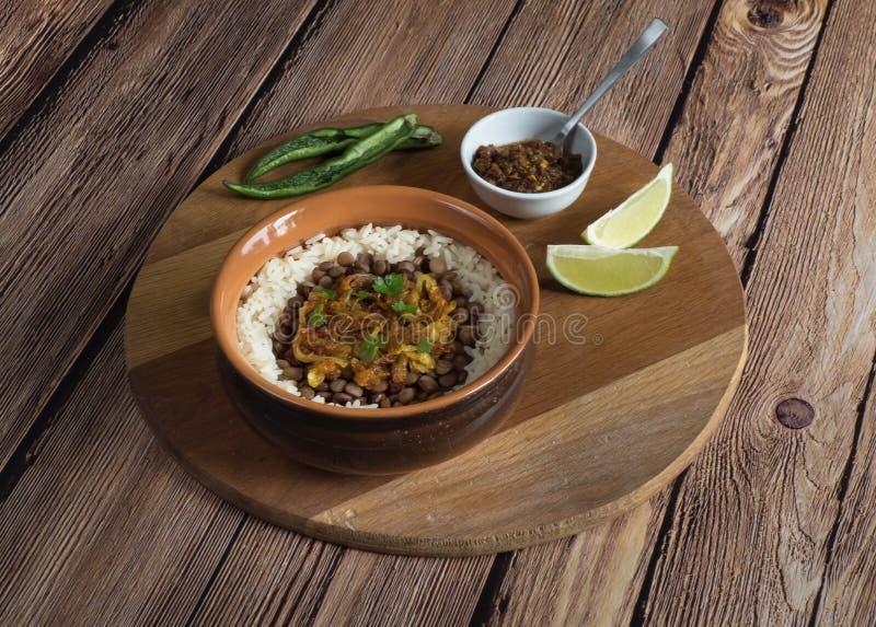 Mujadarra - prato ?rabe com arroz e lentilhas fotos de stock