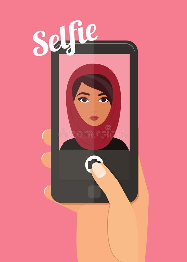 Mujer árabe que toma el selfie Mano que celebra el ejemplo del vector del smartphone Hijab que lleva de la señora musulmán libre illustration