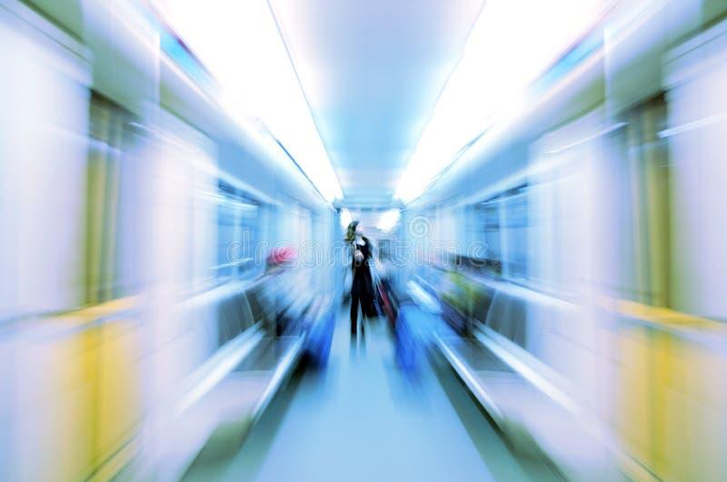 Mujer abstracta en carro del metro en la falta de definición fotos de archivo libres de regalías