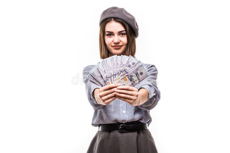 Mujer acertada que tiene cara francesa de la cubierta del estilo con la fan de la moneda del dólar del dinero aislada sobre blanc fotografía de archivo