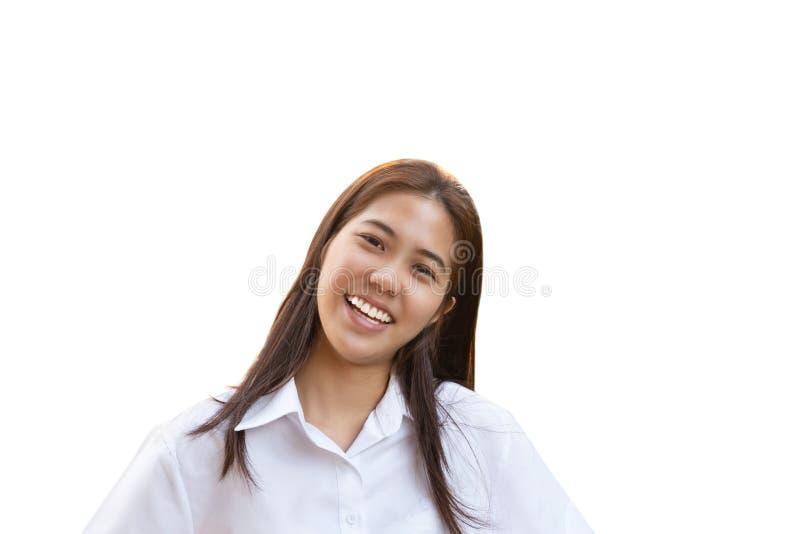 Mujer adolescente con la sonrisa perfecta que mira la cámara en trayectoria de recortes fotos de archivo