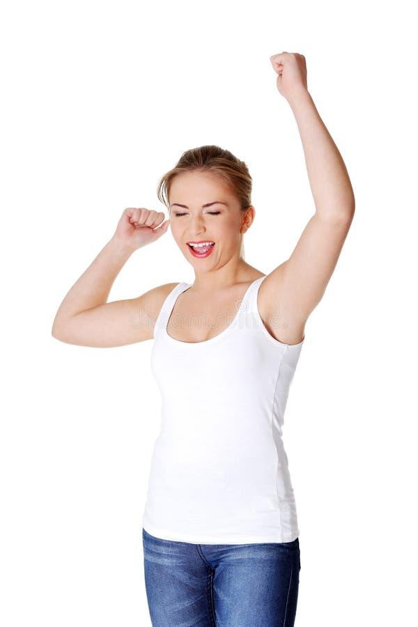 Mujer adolescente con los puños para arriba   fotos de archivo