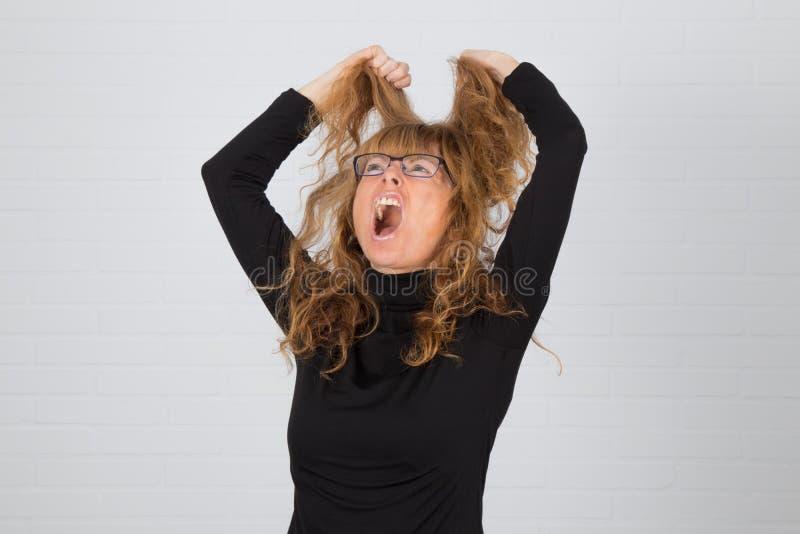 Mujer adulta enojada o expresión fotografía de archivo