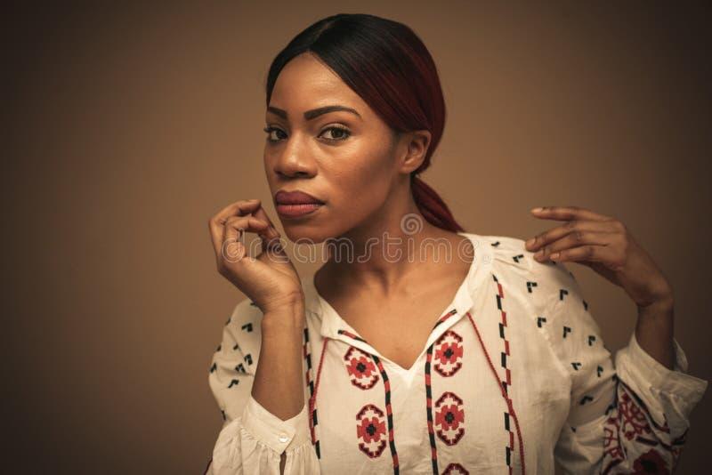 Mujer africana hermosa Retrato Cierre para arriba imagenes de archivo