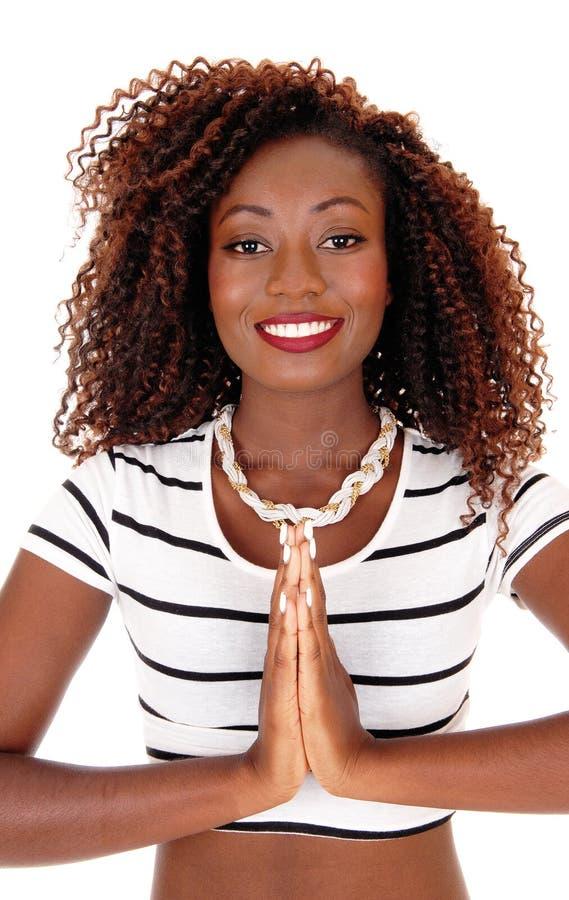 Mujer africana joven de rogación imagen de archivo