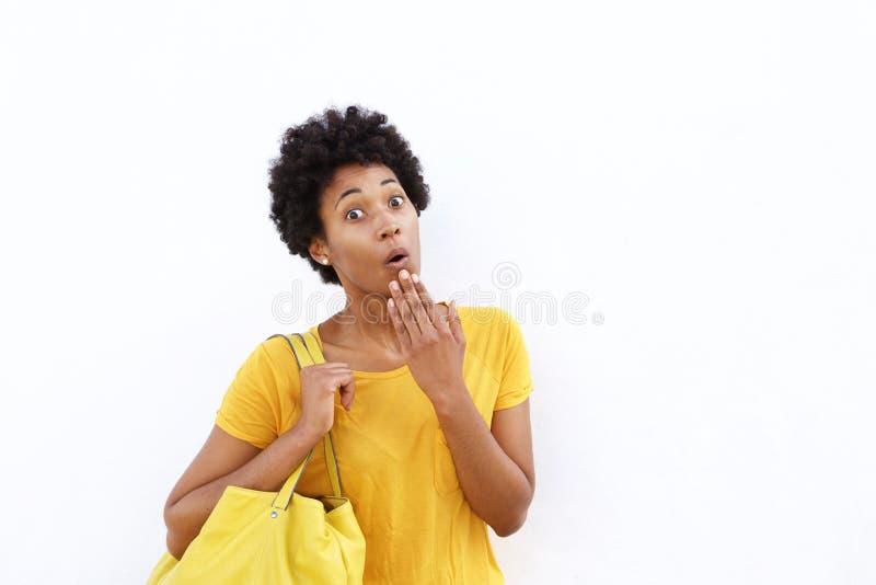 Mujer africana joven sorprendida fotografía de archivo