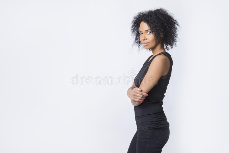 Mujer afroamericana independiente fuerte fotografía de archivo libre de regalías