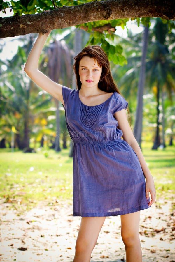 Mujer al aire libre imagen de archivo libre de regalías