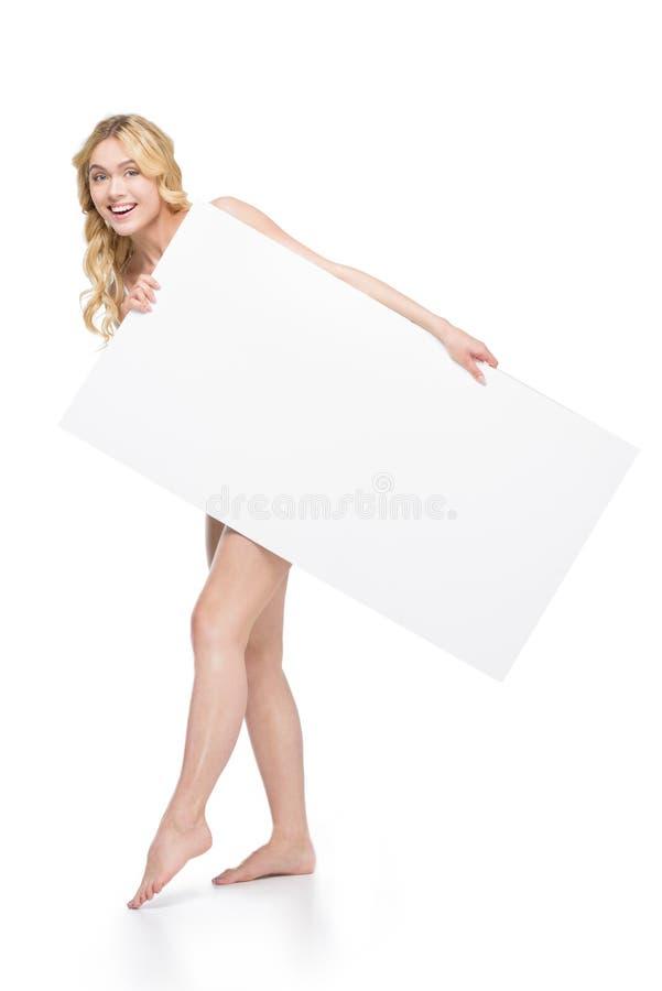 Mujer alegre que sostiene la bandera en blanco en manos foto de archivo libre de regalías