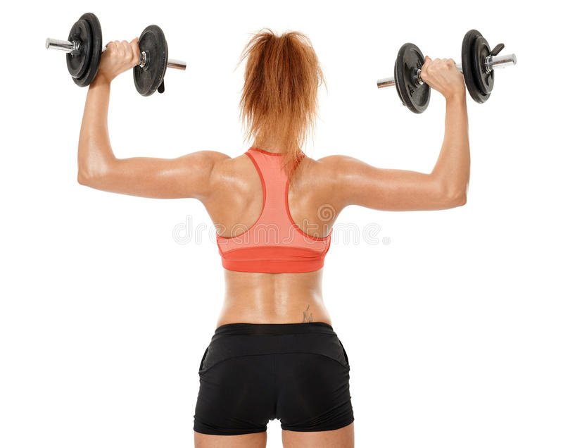 Mujer apta de los jóvenes que se resuelve con pesas de gimnasia fotografía de archivo libre de regalías
