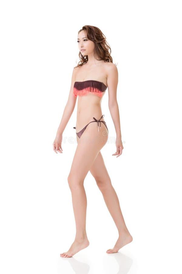 Mujer asiática atractiva del bikini del verano fotos de archivo libres de regalías