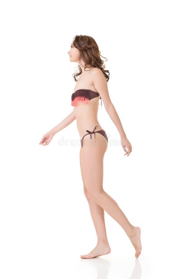 Mujer asiática atractiva del bikini del verano foto de archivo libre de regalías